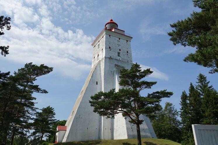 Aufstieg auf den ältesten Leuchtturm der Insel Hiiuma.