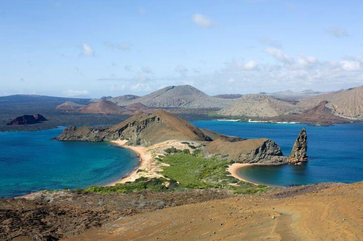 Insel Bartolomé mit Blick auf den Goldenen Strand und Pinnacle Rock