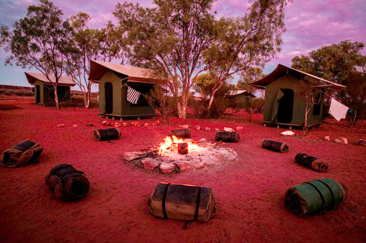 Entschleunigen Sie unter freiem Sternenhimmel in Ihrem Camp, hier im Bild die 2-Pers-Safari-Zelte