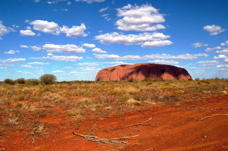 Uluru (Ayers Rock): Magischer Felsen und Welterbe der Menschheit. Auf dieser Reise umrunden Sie die Ikone Australiens einmal komplett zu Fuß