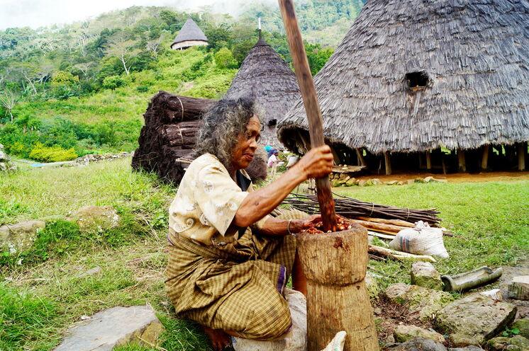 Zu Fuß besuchen Sie auf Flores das noch sehr archaisch lebende Bergvolk der Manggarai – eines von 3 Bergvölkern, denen Sie bei dieser Reise ganz nah kommen.