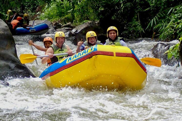 Action Pur beim Rafting auf dem Nimanga-Fluss