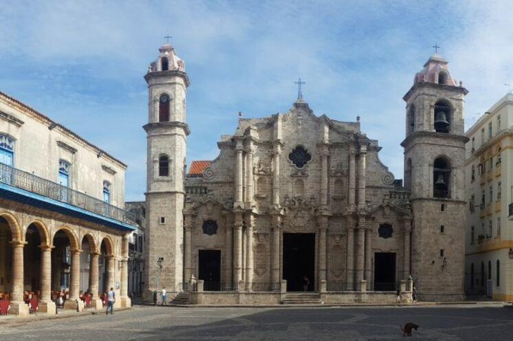 Havanna erwartet Sie mit kolonialen Bauten, morbidem Charme und quriligen Straßen...