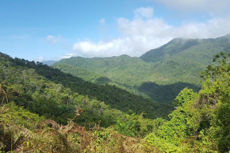 Beim Wandern in der Sierra del Escambray genießen Sie tolle Ausblick