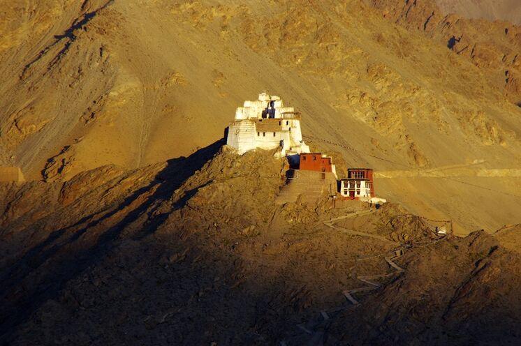Allgegenwärtig: das besondere Licht in Ladakh, hier am Namgyal-Tsemo-Kloster in Leh