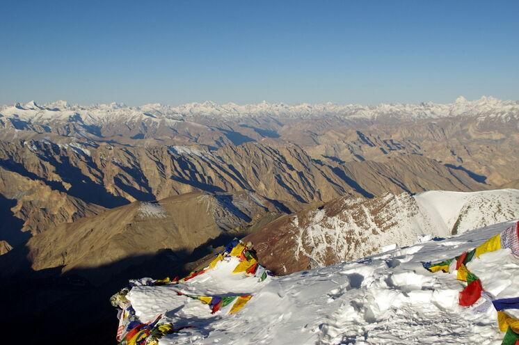 Optimal akklimatisiert können Sie zum Abschluss mit dem Stok Kangri (6150 m) noch einen einfachen 6000er besteigen