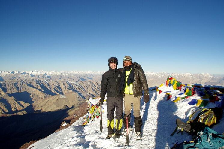 schulz Mitarbeiter Markus auf dem Gipfel des Stok Kangri (6150 m)