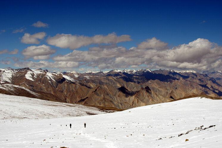 Die höchste Etappe Ihrer Trekkingtour - vom Kongmaru La (5240 m) bieten sich wunderbare Bergsichten