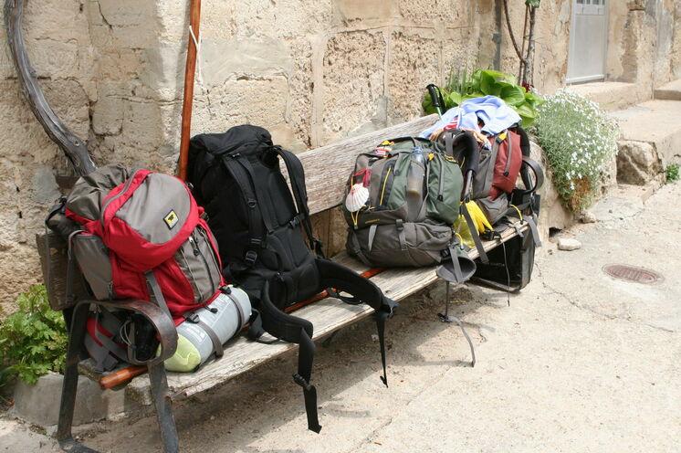 Wohlverdiente Rast. Auf unserer Gruppenreise tragen Sie Ihr Gepäck nicht selbst, sondern profitieren von unserem inkludierten Gepäcktransport.