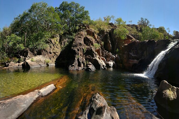 Wie in einer Oase fühlen Sie sich an den Jim Jim Falls, Twin Falls und Gunlom Falls (hier im Bild) im Kakadu Nationalpark