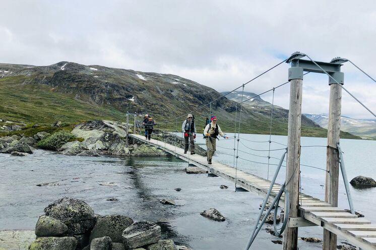 Brücke am See Russvatnet