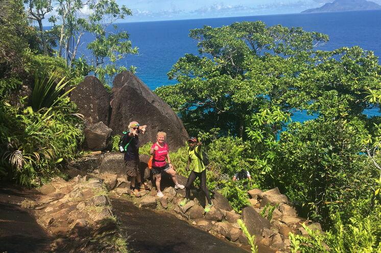 Bei traumhaften Wanderungen, wie bspw. dem Anse Major Trail, können Sie das Archipel zu Fuß erkunden.