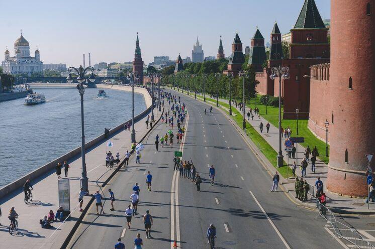 Die breiten Boulevards Moskaus sind an diesem Tag ausschließlich für die Läufer reserviert