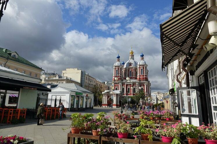 Moskau sind nicht nur breite Straßen, die Moskauer fühlen sich auch in den kleineren Stadtvierteln wohl...
