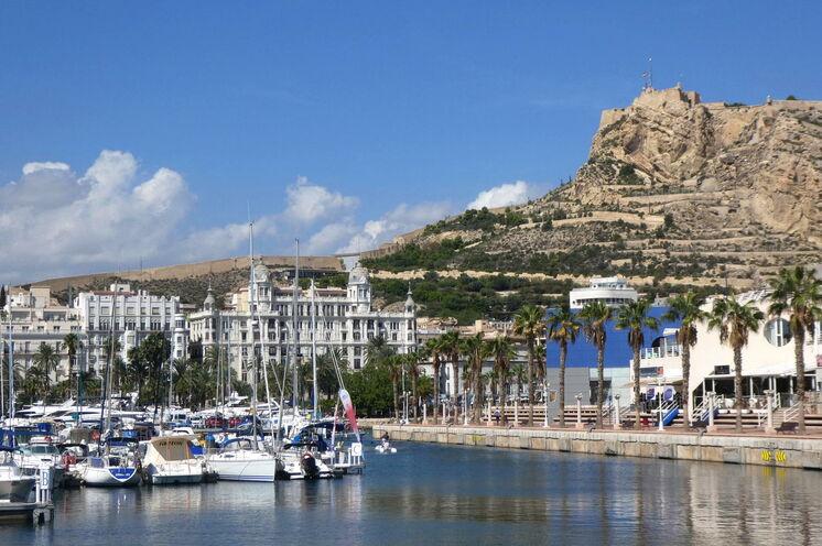 Verbringen Sie eine Zusatznacht in Alicante vorab - hier lohnt z. B. ein Altstadt- und Hafenbummel