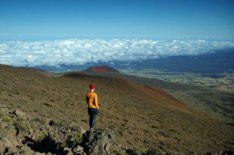 Im Volcano-Nationalpark sind Ihre Aktivitäten abhängig von den derzeitigen vulkanischen Aktivitäten, hier z.B. eine Wanderung am höchsten Gipfel des Pazifiks, dem Mauna Kea (4205 m)