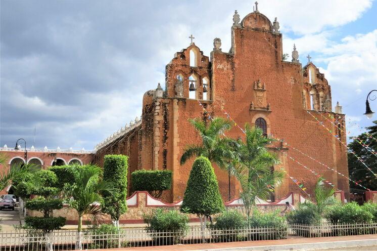 In Tekax (Tag 5), Ausgangspunkt Ihres Abenteuers an Tag 6, steht eine weitere beeindruckend große Kirche