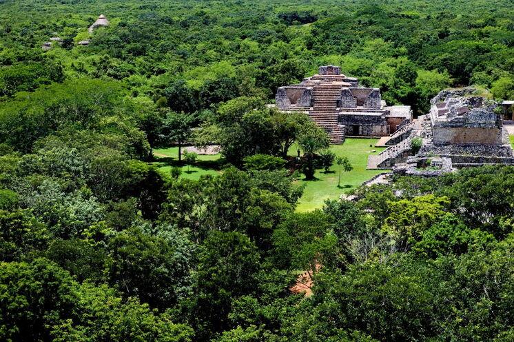 Dem Mayaerbe auf der Spur: Am Tag 5 besuchen Sie die Pyramiden von Ek Balam (UNESCO) und können von den Pyramiden einen tollen Rundumblick über den Dschungel zu genießen