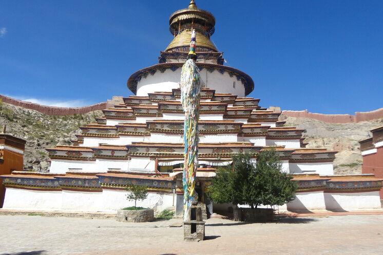 Das Pelkhor-Chöde-Kloster ist berühmt für seinen großen Chörten, einem tibetischen Kultbau