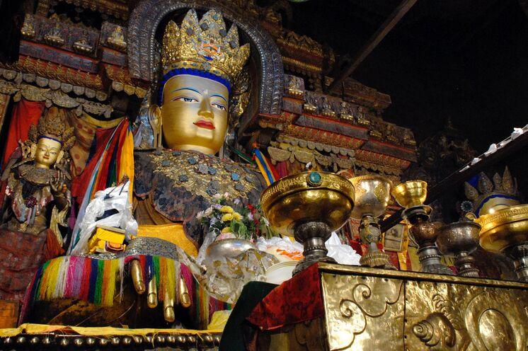 Jede Buddha-Figur ist überladen mit Symbolik. Sie gibt Einblick in wichtige Lehren der Religion.