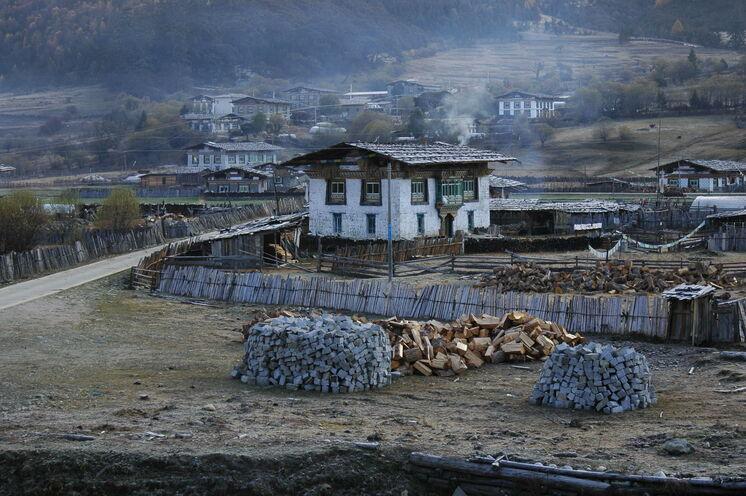 Unterwegs passieren Sie viele kleine Dörfer und bekommen tiefe Einblicke in die tibetische Kultur