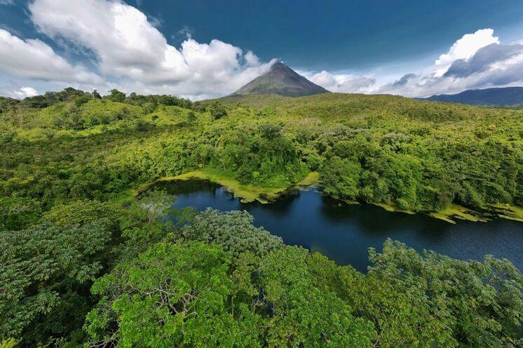Vulkan Arenal - ein schlafender Riese mit perfekter Silhouette. (Foto: Roland Lubiger)