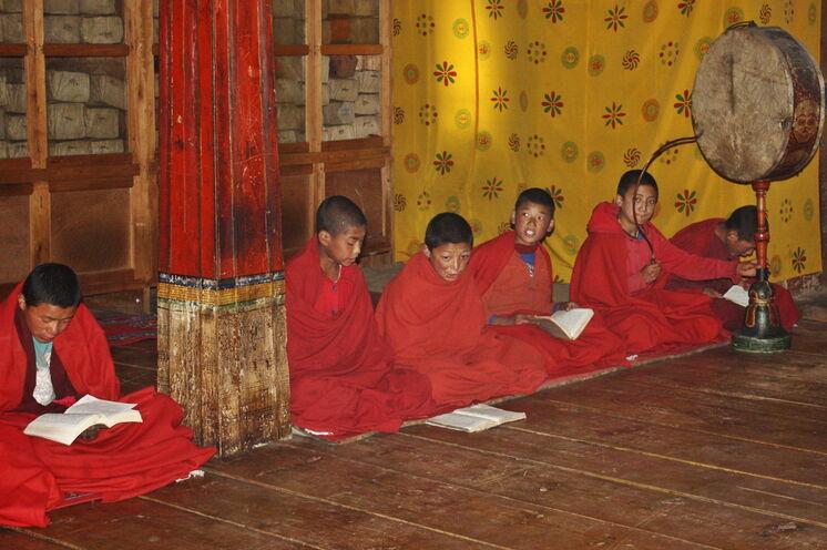 Junge Mönche im Kloster von Phajoding - Bhutan