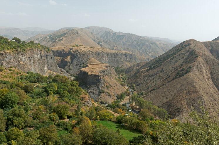 Sie erkunden genussvoll die abgelegenene Täler und Hochplateaus des kleinen Kaukasus