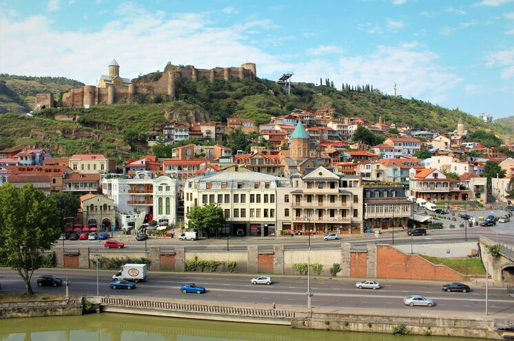 Blick auf die idyllische Altstadt von Tbilissi