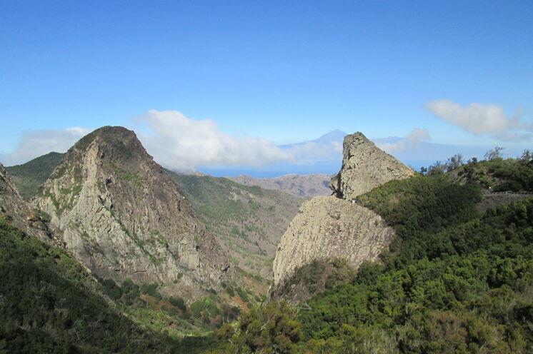 Im Nationalpark Garajonay: Bei guter Sicht können Sie bis zum höchsten Berg Spaniens, dem Teide auf Teneriffa, blicken