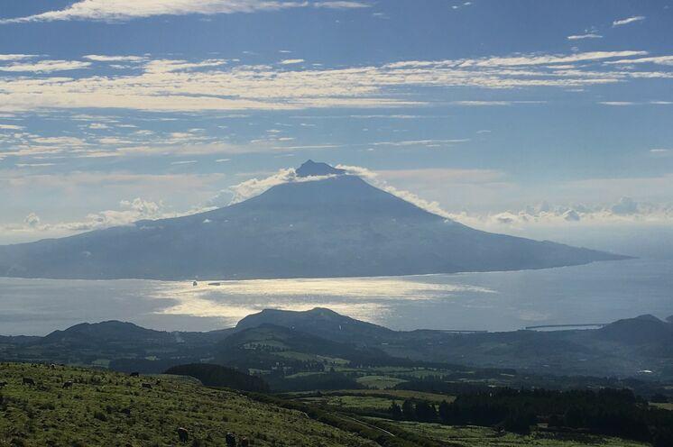 Die Vulkaninsel Pico - ihr Standort und Ausgangspunkt für die 12-tägige Reise