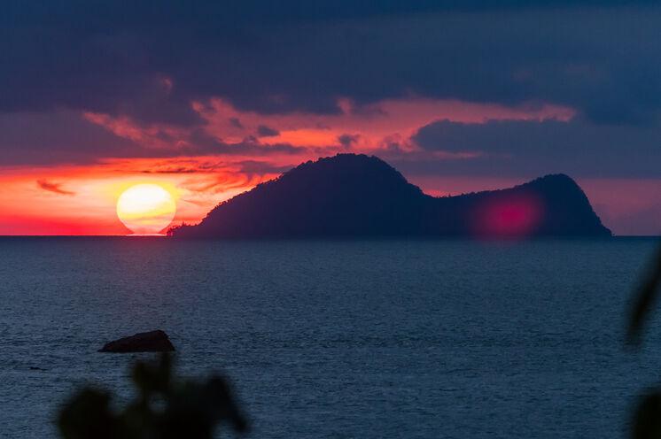 Die Insel Satang begeistert mit tollen Stränden, Schnorchelmöglichkeiten und Sonnenuntergängen. Die langezogenen Sandstrände sind Brutgebiet der Schildkröten. (Bild: Mondberge/Andreas Klotz)