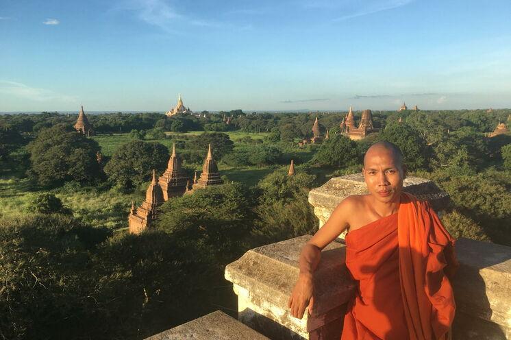 Die archäologische Stätte Bagan ist bekannt für das riesige Tempelareal. Genießen Sie  die Aussicht von einer der Pagoden.