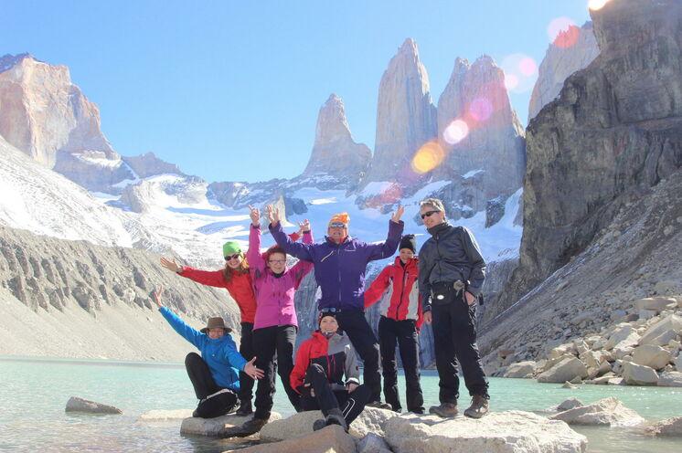 Geschafft! Der Aufstieg zu den bekannten Torres-Spitzen im Torres del Paine NP.