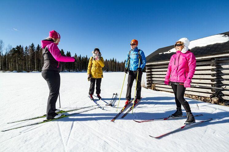 Nach einer ausführlichen Einführung in die Skilanglauftechnik und ausreichender Übungszeit werden Sie Tag für Tag besser