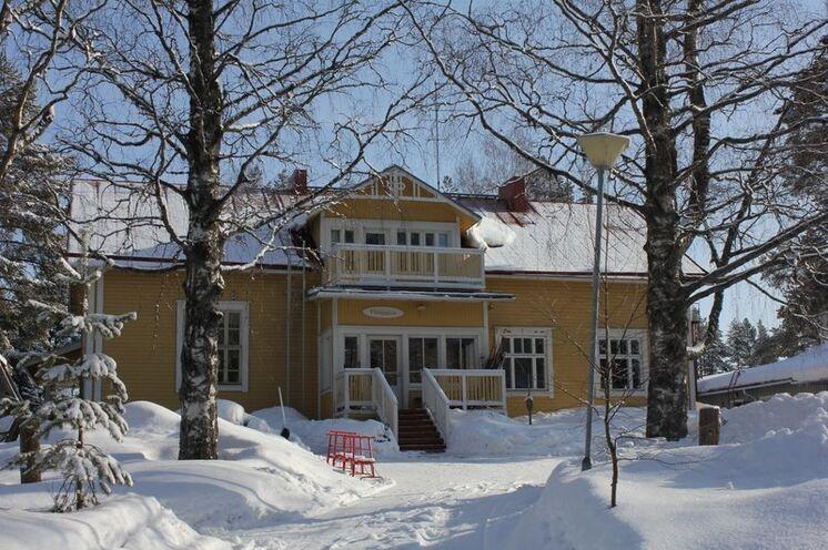 Sie starten Ihre Reise im Gasthaus Pihljapuu. Das ist auch sehr passend für die Reise, denn das Gasthaus war früher eine Schule.