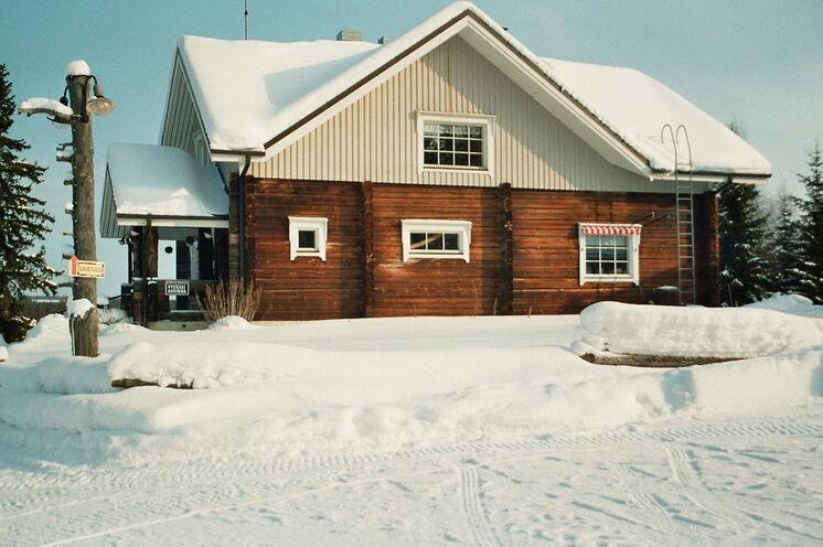 Und am ende der Reise skiwandern Sie zum Gasthaus Puukarin Pysäkki