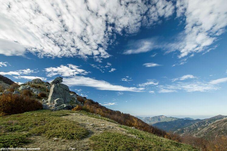 Während der Wanderungen ergeben sich oft traumhafte Aussichten über das korsische Gebirge