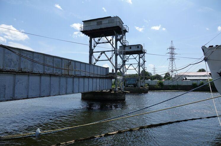 Erfolgreiche Spurensuche deutscher Bauten: dies war die erste Eisenbahnbrücke aus Stahl, die die Pregel überspannte.