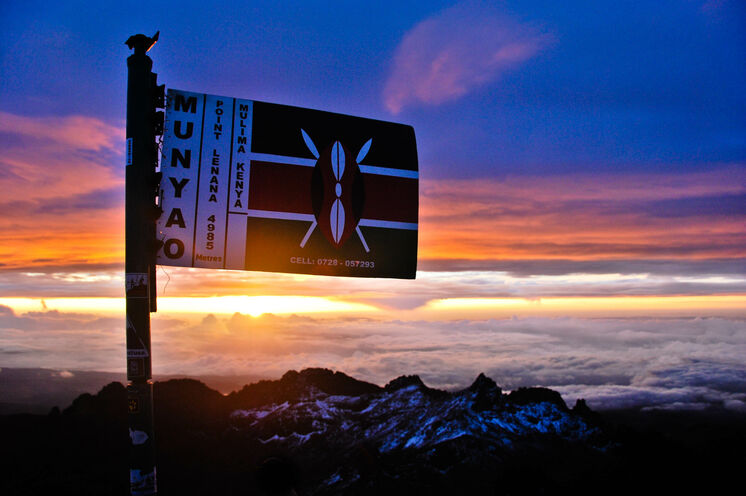 Ein lohnender Moment – Sonnenaufgang am Gipfel (Chris Murphy, via Flickr - CC BY-ND 2.0)