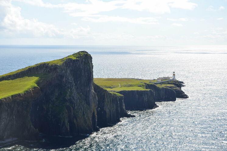 Neist Point ist einer der berühmtesten Leuchttürme in Schottland und ein Top-Reiseziel für Landschaftsfotografen