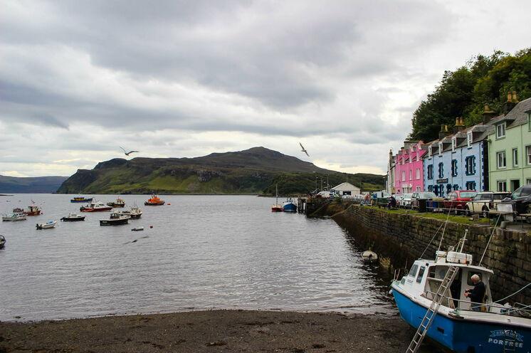 Die Königin von Skye – die Hauptstadt Portree. Hier im malerischen Hafenstädchen beziehen Sie Ihr Quartier...