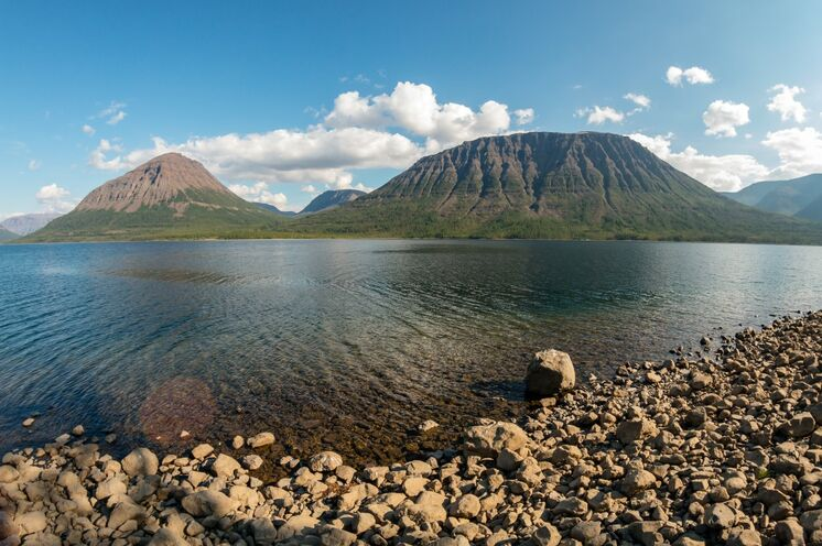 Am Ufer des Sees Sobachje liegt Ihre Basis für Ausflüge am Plateau Putorana