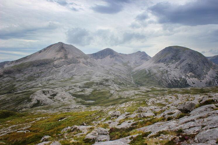 Beinn Eighe ist der sperrigste der drei großen Torridon-Gipfel. Dieser Abschnitt des Kamms ist eine schöne Überquerung mit einer herrlichen Aussicht.