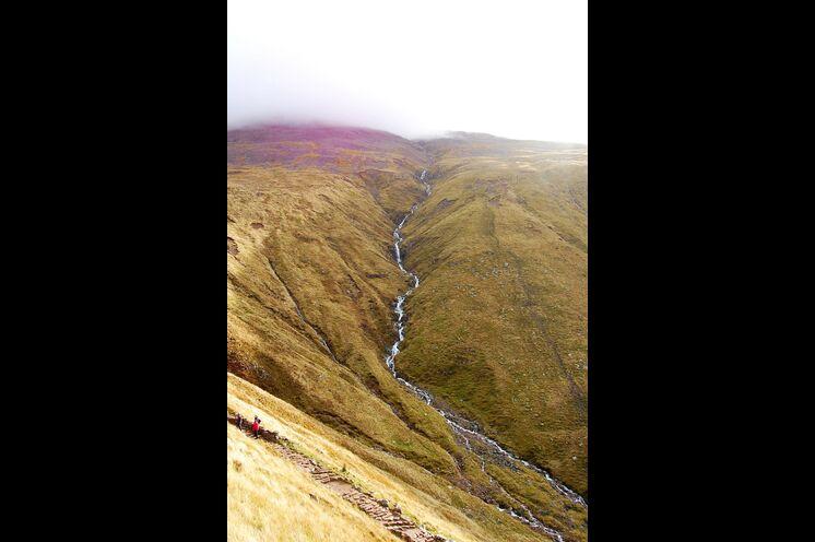Sie wollen in Ihrer Freizeit lieber hoch hinaus? Na bitte sehr: Der Gipfel des Ben Nevis wartet auf Sie! Mit 1345 Metern der höchste Berg Großbritanniens!