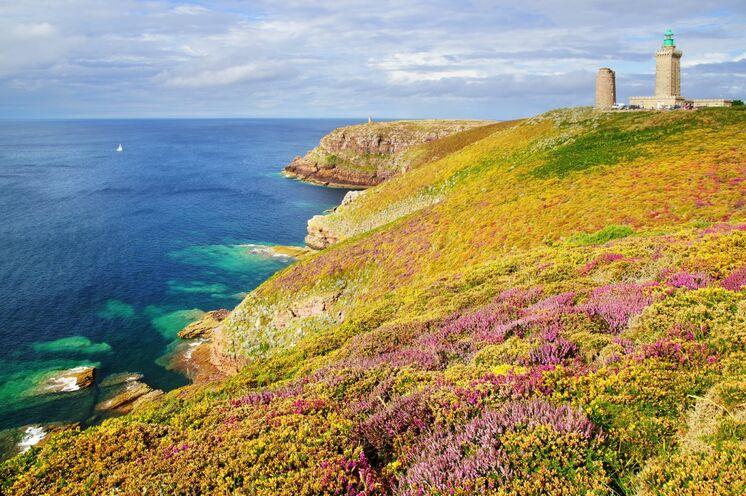 Cap Fréhel – die 70 m steil aus dem Meer ragende, wilde Schönheit der Bretagne inmitten der Smaragdküste