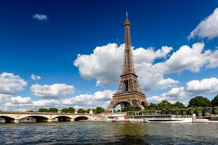 """Auf Entdeckungstour durch Paris, lassen Sie sich bei einem Tagesausflug von Claudia die Sehenswürdigkeiten der """"Stadt der Liebe"""" zeigen"""