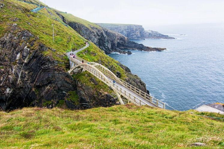 Bahnen Sie sich Ihren Weg auf der Panoramaküstenstraße zu den südwestlichsten Punkten Irlands, eine Region zwischen mildem Golfstrom-Klima und rauhem Atlantik-Wetter