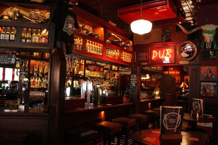Guinness, Smithwick's, ein irischer Tee und spontane Live Musik – in den Pubs von Dublin wird Lebensfreude und Melancholie gleichermaßen gefeiert (Bild: Eva Bergschneider)
