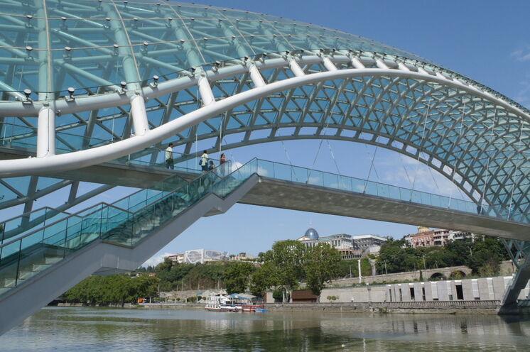 Die Friedensbrücke - ein architektonisches Meisterwerk